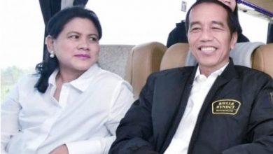 Presiden Joko Widodo beserta Ibu Negara Iriana Joko Widodo mengumumkan hasil tes deteksi Covid-19 Kamis pagi di Istana Bogor, 19 Maret 2020