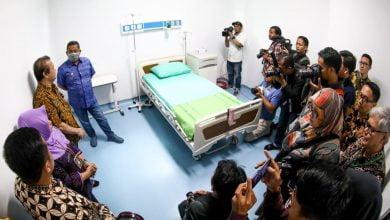 Pemerintah Kota (Pemkot) Bandung menggelar simulasi penanganan Covid-19 untuk para petugas kesehatan di 35 rumah sakit se-Kota Bandung.