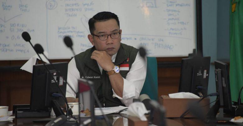 Gubernur Jawa Barat (Jabar) Ridwan Kamil mengikuti Rapat Terbatas (Ratas) bersama Presiden Republik Indonesia (RI) Joko Widodo (Jokowi) melalui video conference
