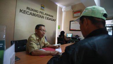 Kecamatan Cidadap, masih ada masyarakat yang datang untuk meminta pelayanan kelengkapan administrasi