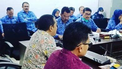 Kepala Disdik Kota Bandung Hikmat Ginanjar menyebutkan, proses belajar mengajar dilakukan dengan metode daring (dalam jaringan/online).