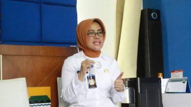 Kepala Dinas Perdagangan dan Perindustrian (Disdagin) Kota Bandung, Elly Wasliah menyatakan stok kebutuhan warga di Kota Bandung tetap tersedia
