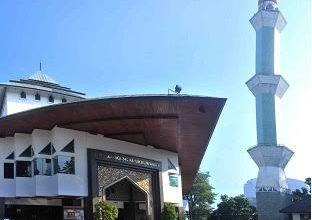 Masjid Agung Al Ukhuwwah Kota Bandung akan tetap menggelar Salat Jumat.