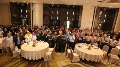 Wakil Wali Kota Bandung, Yana Mulyana, Dandim 0618/BS, Kolonel Inf. Heri Subagyo, Danlanud Husein Sastranegara, Kolonel Penerbang Bonang Bayu Aji, Danlanal, Kolonel Laut Pelaut Sunar Sulehudin, Kepala Kejaksaan Negeri Bandung, Nurizal Nurdin dan Kasat Narkoba Polrestabes Bandung, AKBP Irfan Nurmansyah,Siap Mensosialisasikan hidup sehat kepada warga.