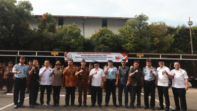 Wali Kota Bandung, Oded M. Danial mengikuti Apel Pencanangan Zona Integritas Wilayah Bebas Korupsi (WBK) menuju Wilayah Birokrasi Bersih Melayani (WBBM) di Kantor Kejaksaan Negeri (Kejari) Kota Bandung