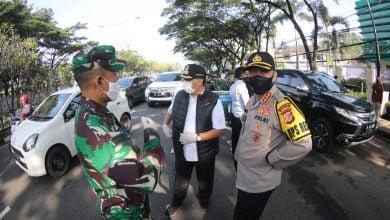 Wali Kota Bandung, Oded M Danial bersama Kapolrestabes Bandung, Kombes Ulung Sampurna Jaya, dan Dandim 0618/BS, Kol M. Herry Subagyo. memantau check point di Jalan Djunjunan (Pasteur), Rabu (22/4/2020) pagi.