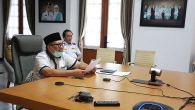 Walikota Bandung, Oded M. Danialmengimbau kepada masyarakat agar mengindahkan imbauan pemerintah. Seperti yang tertera dalam surat edaran wali kota nomor 443/SE.036-Dinkes tentang Pencegahan Penyebaran Covid-19
