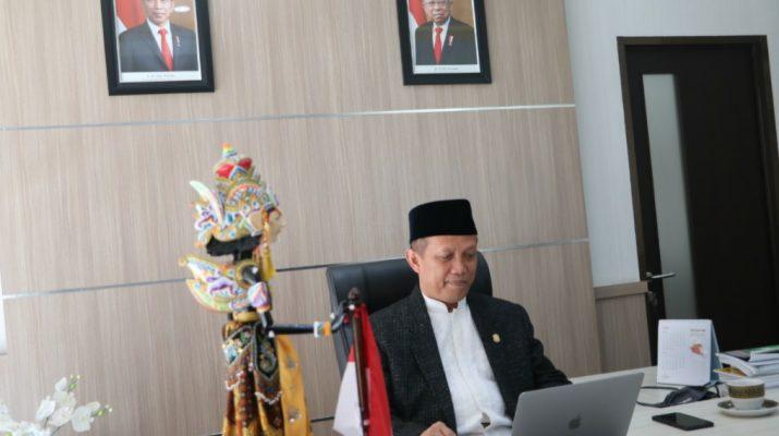 Rektor UIN Sunan Gunung Jati Bandung Prof. Dr. H. Mahmud, M>Si. menggelar Zikir dan Doa Bersama melalui telekonferensi