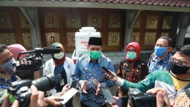 Pemerintah Kota Bandung telah menetapkan Tempat Pemakaman Umum (TPU) Cikadut sebagai pemakaman khusus Covid-19