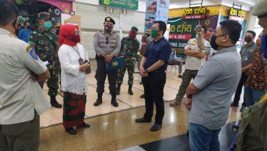 dan Industri (Disdagin) Kota Bandung, Elly Wasliah ketika melakukn penertiban Metro Indah Mall (MIM).