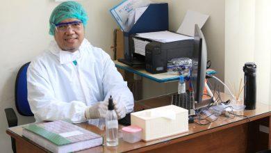 """Perawat UPT Puskesmas Cibiru Dadan Wahyudin mengatakan """"Selalu berpikir positif dan ingat lima hal penting yaitu, tidak berjabat tangan, cuci tangan pakai sabun, selalu memakai masker, jaga jarak, dan isolasi diri,"""""""