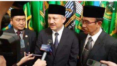 Setiawan Wangsaatmaja selaku Sekertaris daerah Pemerintah Provinsi Jawa Barat, menyampaikan Keputusan Gubernur Jawa Barat, HM. Ridwan Kamil