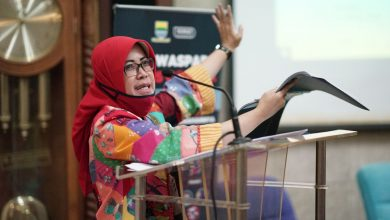 Koordinator Bidang Logistik Gugus Tugas Covid-19 Kota Bandung, Elly Wasliah
