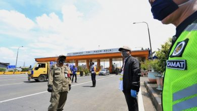 Yana MUlyana,Wakil Ketua Gugus Tugas Percepatan Penanganan Covid-19 Kota Bandung, memantau langsung kondisi lalu lintas di sejumlah titik