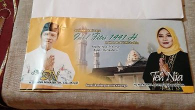 Foto amplop berisi uang THR bergambar Bupati Bandung, Dadang Naser dan istrinya yang juga bakal calon Bupati dari Partai Golkar, Nia Kurnia Dadang Naser atau Teh Nia