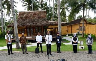 Presiden Joko Widodo (Jokowi) mengunjungi Villa So Long dan Pantai So Long di Kabupaten Banyuwangi, Provinsi Jawa Timur