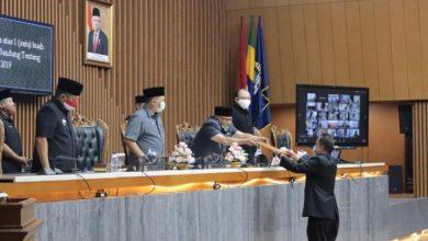 Rapat Paripurna Pandangan Umum Fraksi terhadap Lembaran Kota Tahun 2020 Nomor 4 perihal Raperda Tentang Pertanggungjawaban Pelaksanaan APBD Tahun Anggaran 2019, di Ruang Paripurna, DPRD Kota Bandung, Rabu, (15/7/2020).