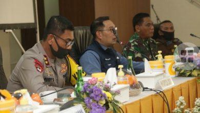 Kapolda Jabar Irjen Pol. Drs. Rudy Sufahriadi bersama Gubernur Jabar dan Pangdam III/Siliwangi melaksanakan rapat Gugus Tugas Percepatan Penanggulangan Covid-19