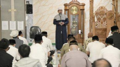 Gubernur Jawa Barat (Jabar) Ridwan Kamil menggelar agenda Subuh Berjamaah Keliling atau Subling di Masjid Agung Garut, Kabupaten Garut, Minggu (19/7/20).