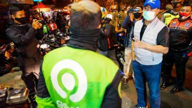 KETUA Pelaksana Harian Gugus Tugas Percepatan Penanganan Covid-19, Ema Sumarna saat memantau Jalan Diupatiukur dan Jalan Merdeka, Jumat (18 September 2020) malam.