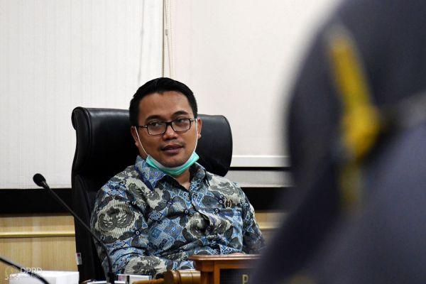 Ketua komisi I dprd prov jabar yosa octosa saat menerima udiensi