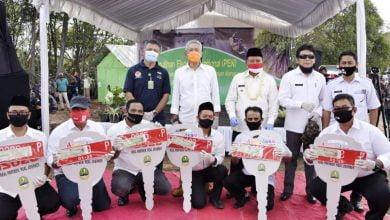 Wakil Gubernur (Wagub) Jawa Barat (Jabar) Uu Ruzhanul Ulum menghadiri acara Penanaman Mangrove Padat Karya dan penyerahan Mobil Aspirasi Kampung Juara (MASKARA) di Desa Karanganyar